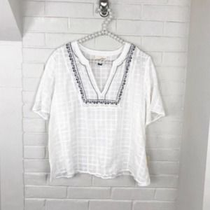 {Universal Thread} NWT Embroidered Blouse